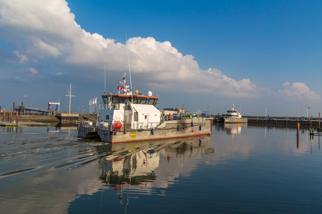 Twin Axe i fart i havnen